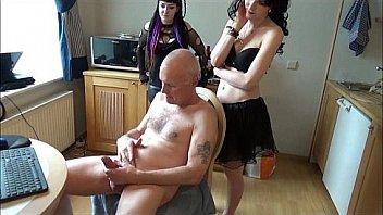 Молодой массажист подглядывает за милфой и с удовольствием дрючит ее на массаже