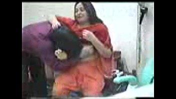 Восхитительная мама di devi вводит хуезаменитель во вульву