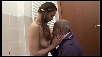 Милая мужа ласкает хер супруга грудями и играется с ним сосками
