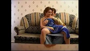 Русская пара занимается вагинально-анальным сексом в чате рунеток